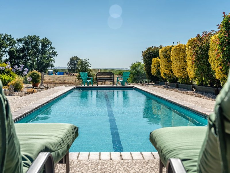 Pool, Vineyard Views, and Privacy Add Up to Your Paso Robles Perfect Stay!, alquiler vacacional en Shandon