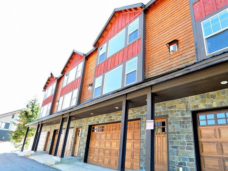 Summer and Winter Fun! Spacious 4 bedroom, 2 1/2 bath Schweitzer Mountain condo, alquiler vacacional en Sandpoint