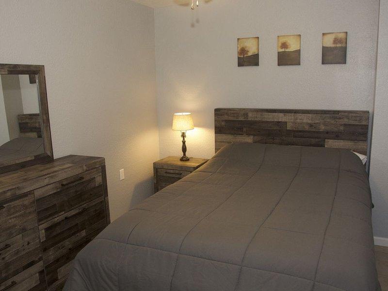 SANITIZED! Convenient Family/Group Suite, alquiler de vacaciones en Houma