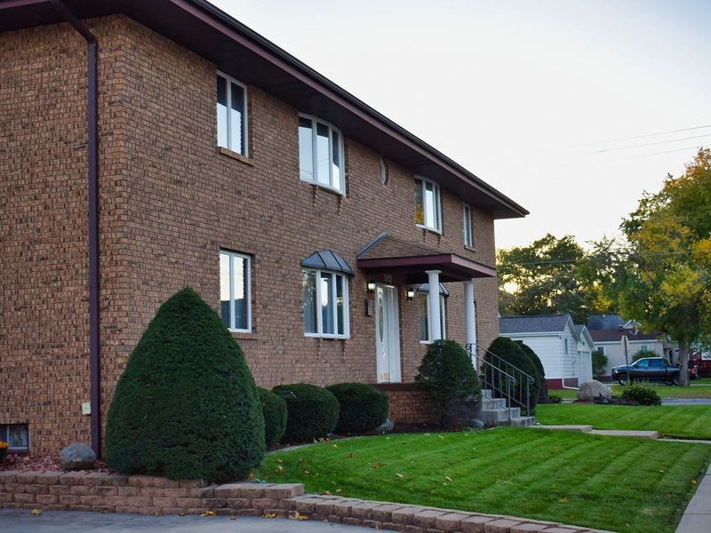 Executive 2 Bedroom Rental truly 'A Hidden Gem' in Starved Rock Country, holiday rental in Sheridan