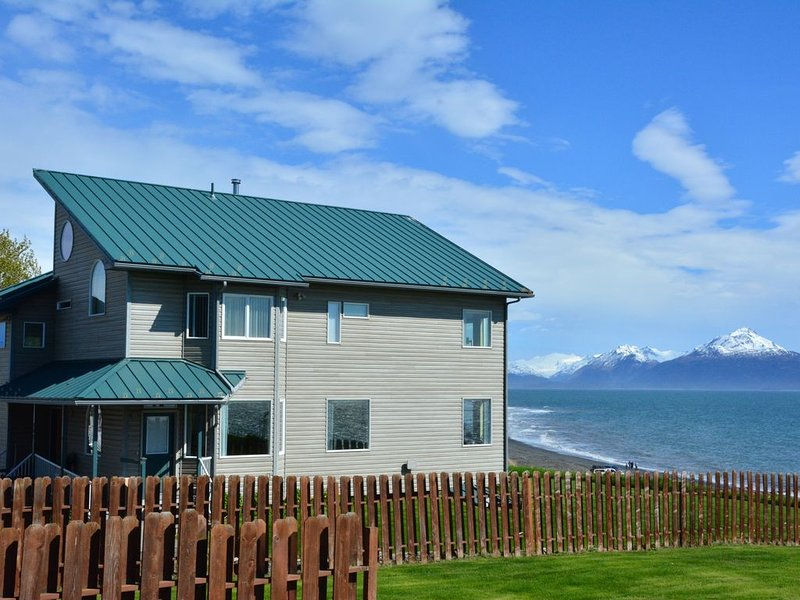 Bluffview Lodge -  Beachfront, Located in the heart of Old Town - Stunning Views, alquiler vacacional en Seldovia