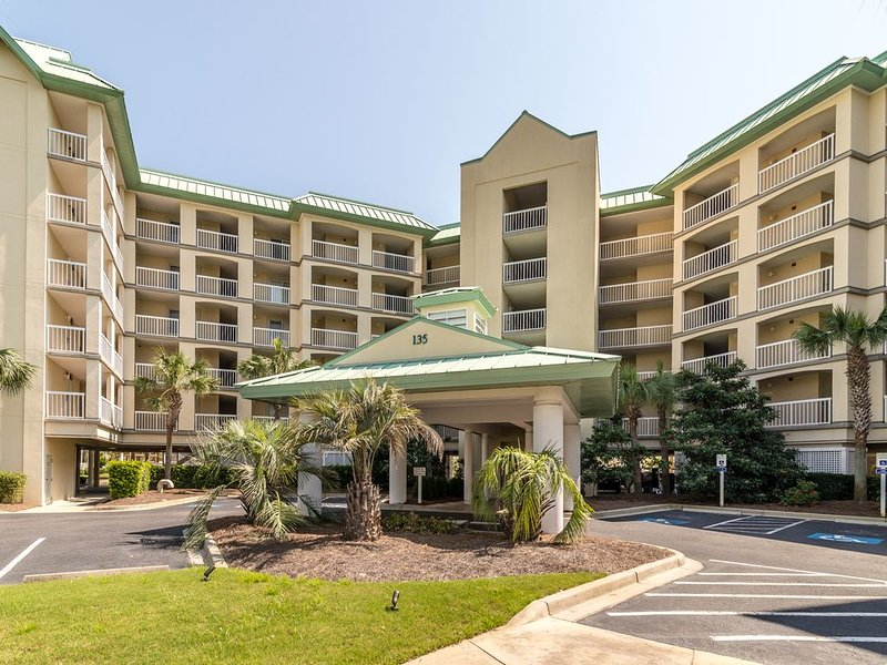 Immaculate direct Oceanfront Cambridge Unit in Litchfield By the Sea!, holiday rental in Litchfield Beach