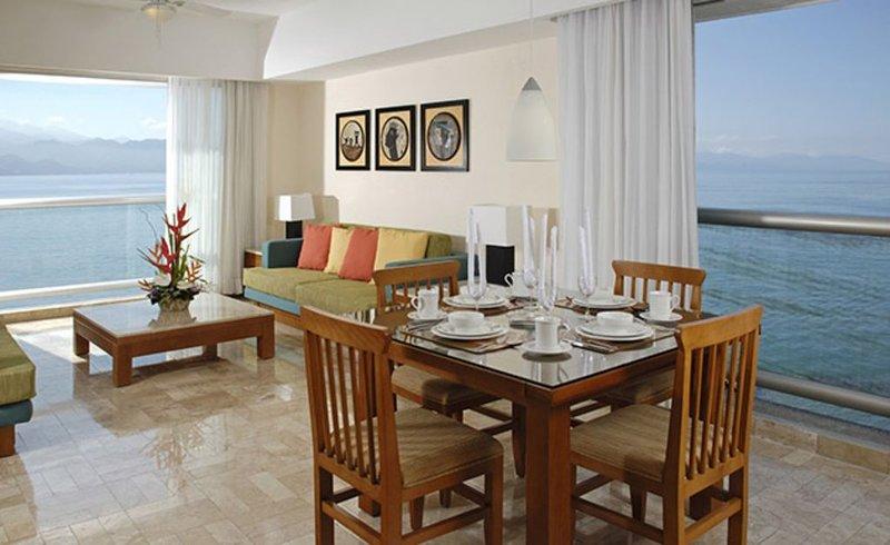Vidanta Mayan Palace 2 BR 2 BA Suite With Kitchen Sleeps 8 - Puerto Vallarta, location de vacances à Jarretaderas