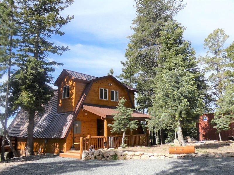 Duck Creek Family/Pet Friendly Cabin. Quiet. Spectacular View!, casa vacanza a Duck Creek Village