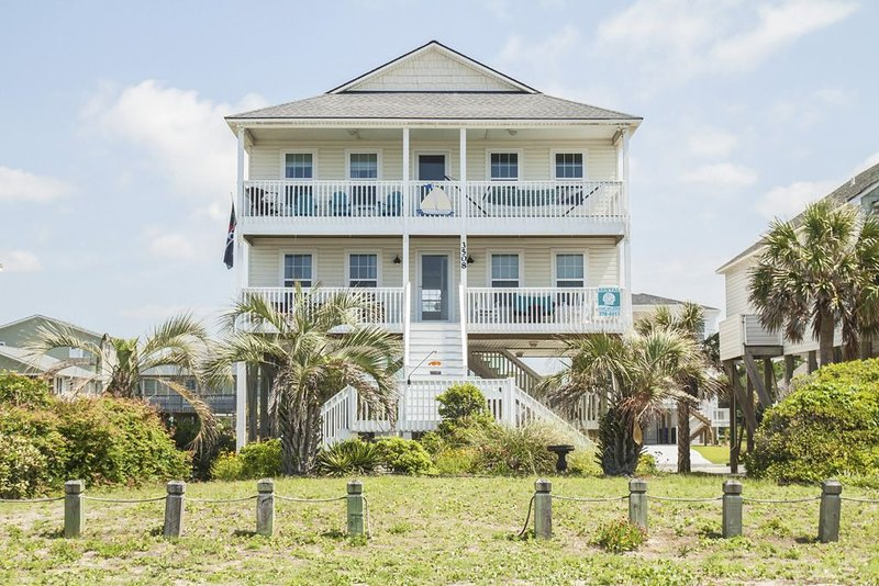 Conscious Sedation: 4 BR / 3 BA home in Oak Island, Sleeps 12, holiday rental in Long Beach