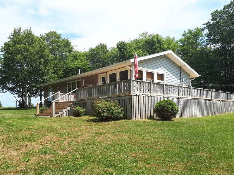 Beautiful Stanley Bridge Harbour View Cottage, holiday rental in Clinton