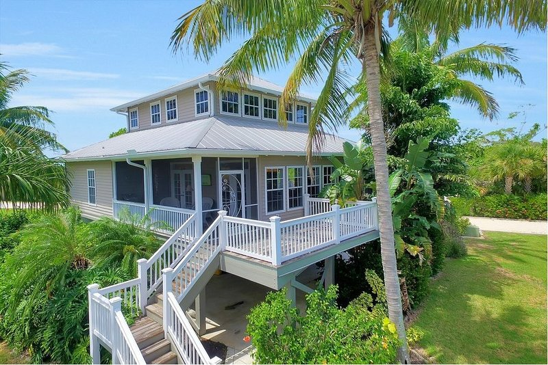 Stunning Tropical Waterfront Home - A Fisherman's Dream!, alquiler de vacaciones en Bokeelia