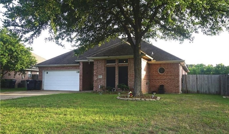 Cozy Getaway! Perfect for your short term trip to Aggieland!, holiday rental in College Station