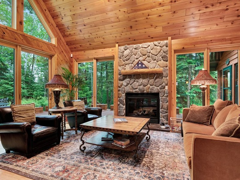 Upscale rural cabin w/lake views, firepit by the lake, magnificent nature views, vacation rental in Summit Lake
