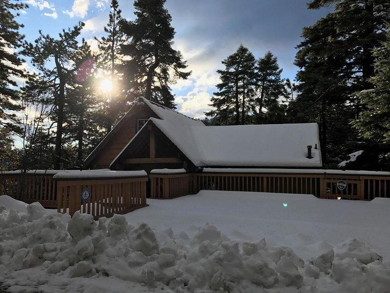 Beautiful Cabin Nestled In A Small Village, alquiler de vacaciones en Skyforest