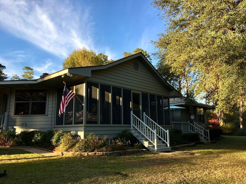 Family friendly home on 20 acres with small beach on 4 acre pond., vacation rental in Folsom