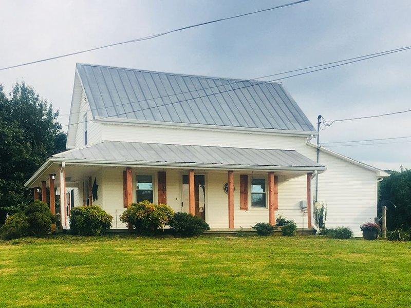 Little Davis Farmhouse, alquiler de vacaciones en Parrottsville
