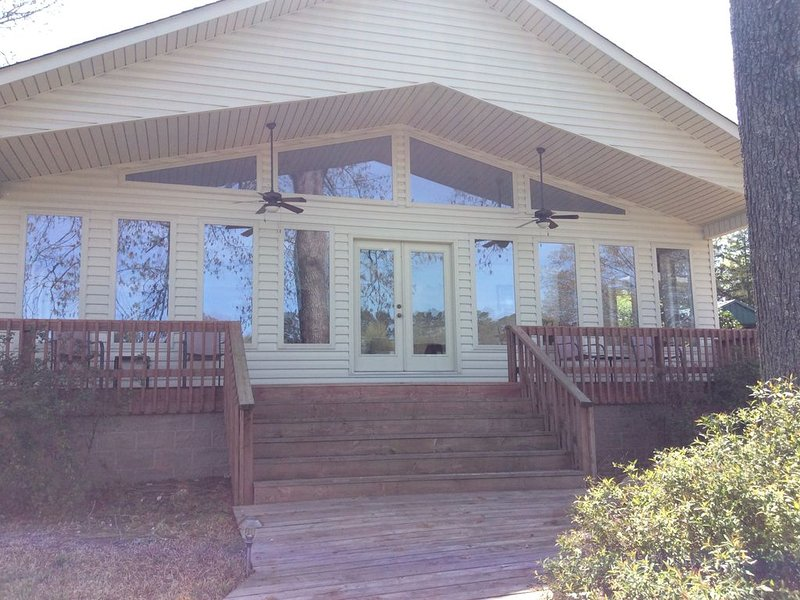 Echo Point 4 Bedroom Waterfront House on beautiful Lake Hamilton in Hot Springs,, holiday rental in Lake Hamilton