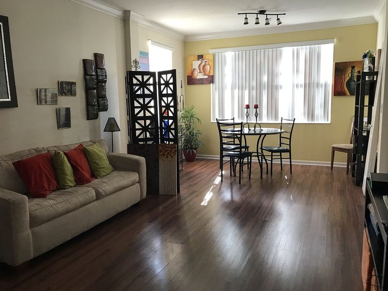 REDUCED PRICE FOR BEAUTIFUL 2/2 FURNISHED AT MIRAMAR FLORIDA, holiday rental in Miami Lakes