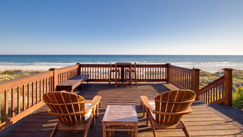 Directly On The Beach! Deck Space For Sunbathing! Sunroom!, aluguéis de temporada em Sunnyside
