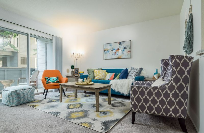 South Coast Plaza | Stay In Style | Free Parking, holiday rental in Fountain Valley