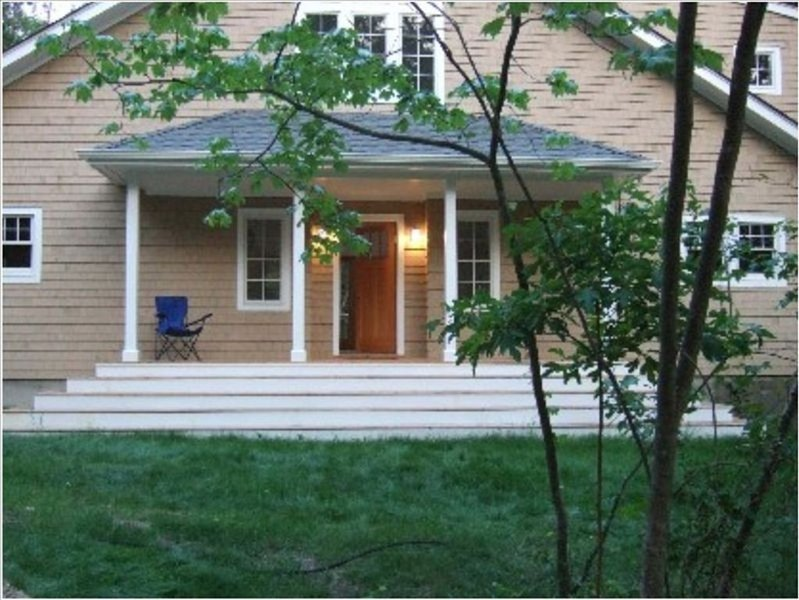 Contemporary Home on Quiet Country Road/Walk to beach and Fresh Pond, vacation rental in Shelter Island