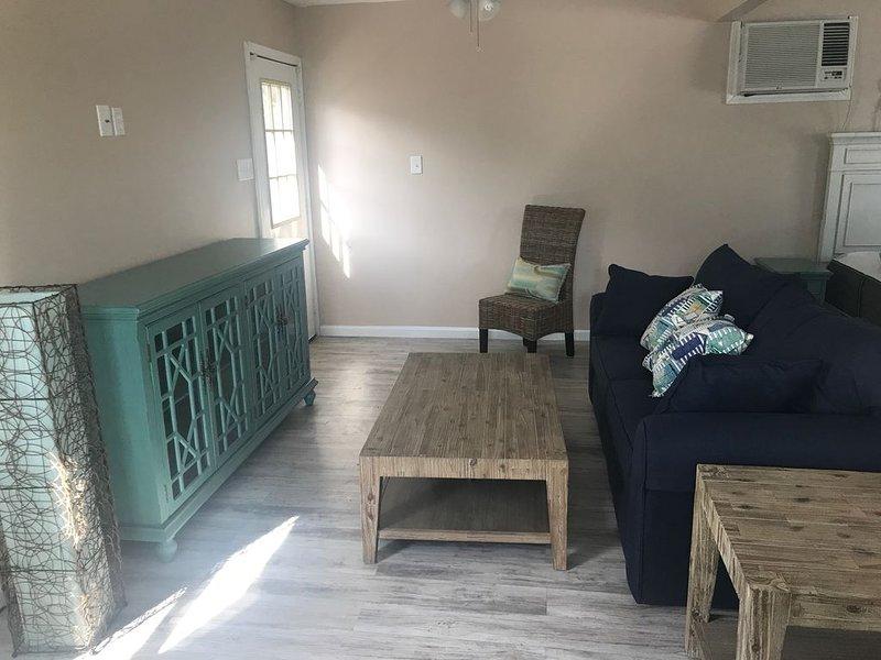 Cozy Efficiency Centrally Located--Near Beach, Shopping Areas & Restaurants, holiday rental in Galveston Island