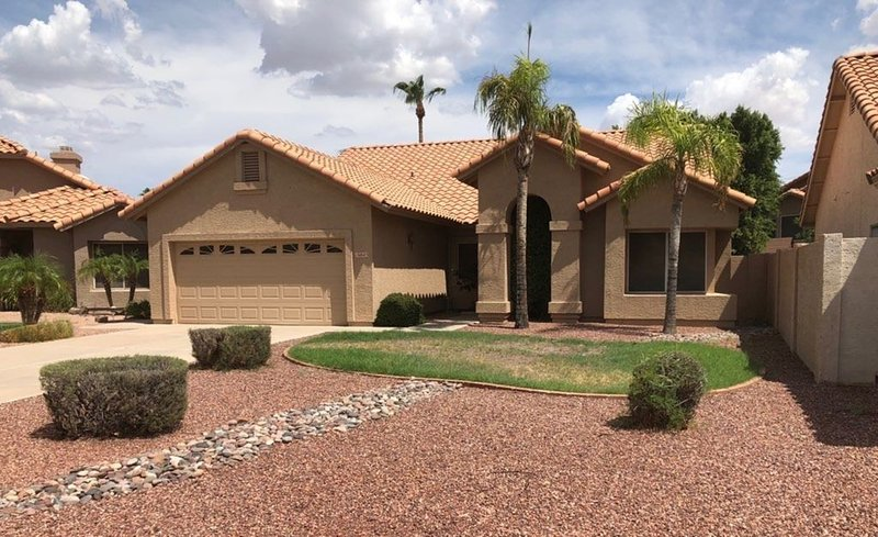 Very nice 4 bdrm 2 full bath ranch home w/ great room in quiet neighborhood., location de vacances à Guadalupe