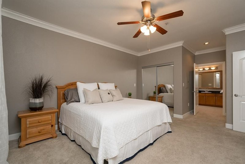 A beautiful codo in the heart of Sugar Land ( Houston suburb), holiday rental in Rosharon