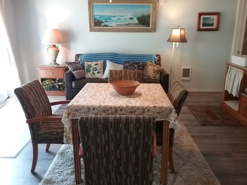 1 BEDROOM SUITE #3 - across from PELICAN STATE BEACH - NO PETS - WE PAY 10% TAX!, alquiler vacacional en Smith River