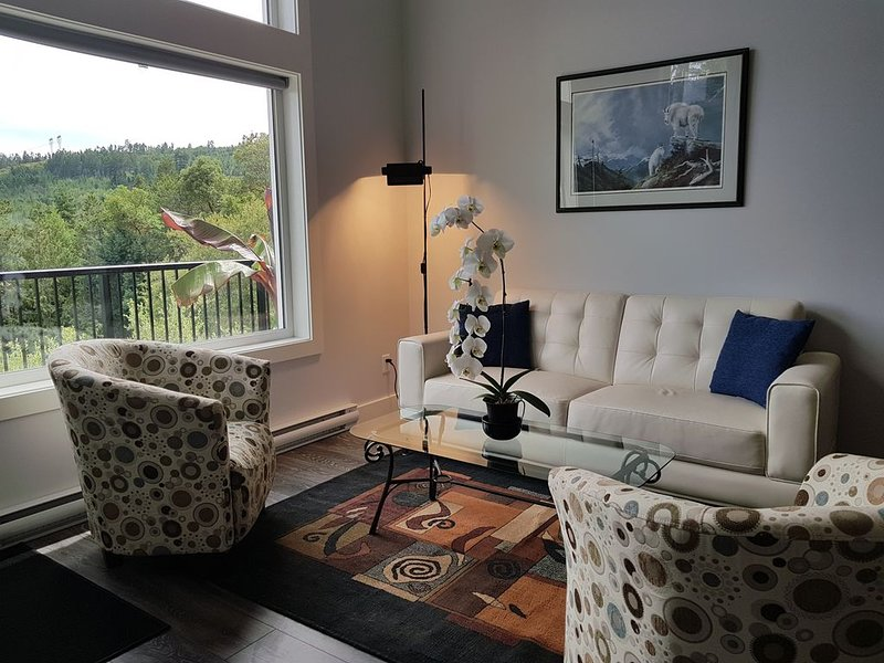 Trail Top Vista Suite - On the Great Trail!, holiday rental in Cowichan Valley Regional District