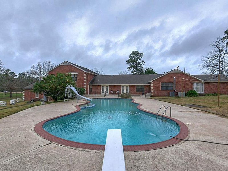 Spacious Peaceful Get-Away for the whole Family !, vacation rental in Willis