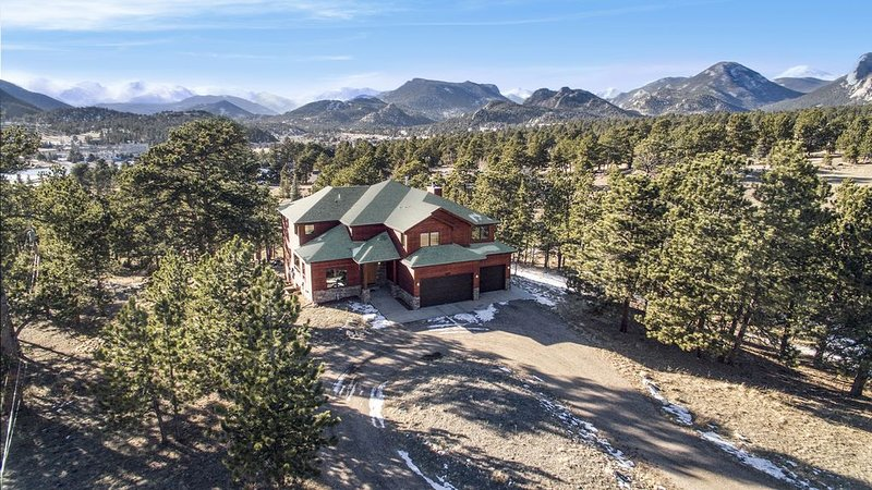 Luxury Home In Estes Park with Views of the Continental Divide  #3201, vacation rental in Estes Park