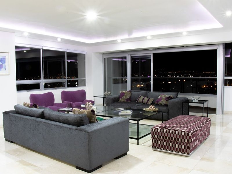 Entire Floor on High-Rise Apartment with 360° View, vacation rental in Zapopan