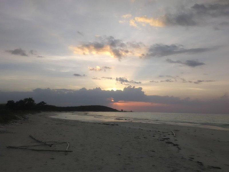 En annan härlig solnedgång från vår strand