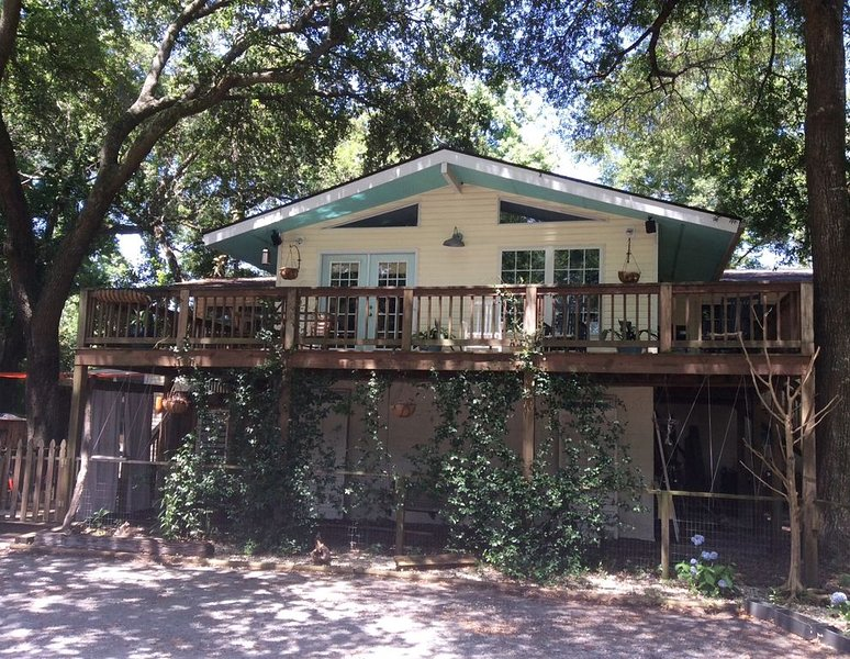 Hidden Gem minutes from beaches, shem creek and Downtown Charleston, vacation rental in Wando