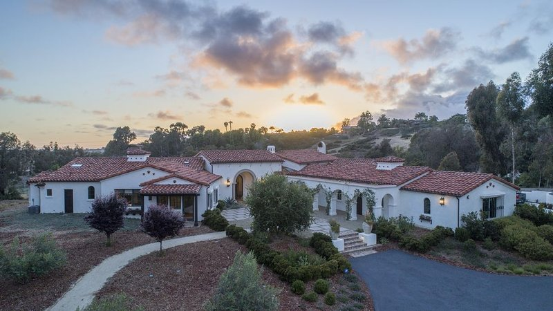 Stunning Estate with Ocean Views in Rancho Santa Fe – semesterbostad i Rancho Santa Fe
