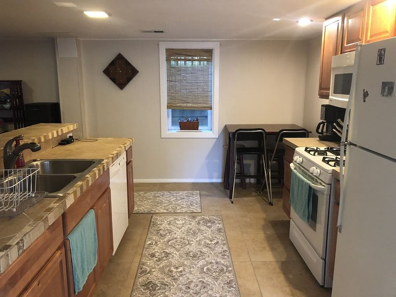 Private in-house apartment near campus, holiday rental in Eldorado Springs