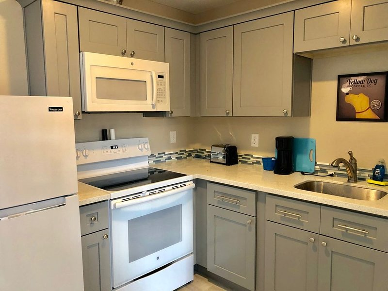 Suite 204 - 2 Bedroom Apt. PET FRIENDLY - Sandy Beach Suites, holiday rental in Seaview