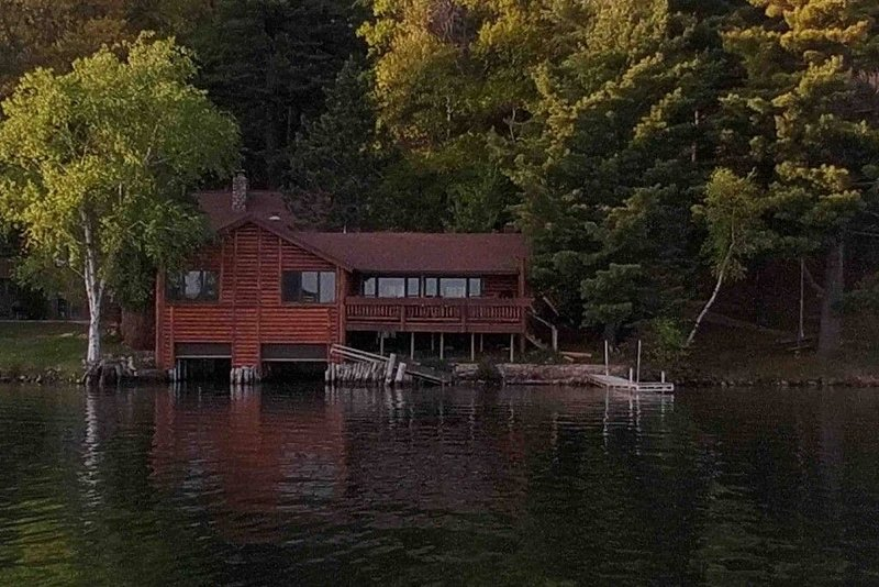 Beautiful Wet Boathouse on Lake Tomahawk, holiday rental in Harshaw