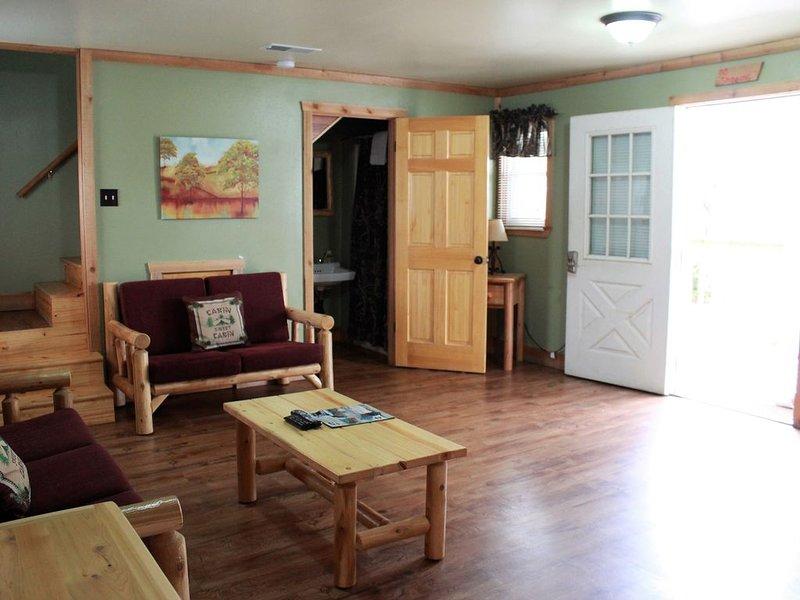 Cabin 2 - Jean Lafitte Harbor, holiday rental in Lafitte
