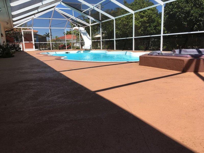 Private 2 Bedroom 1 bathroom house. It has a private pool and SPA, aluguéis de temporada em Nokomis
