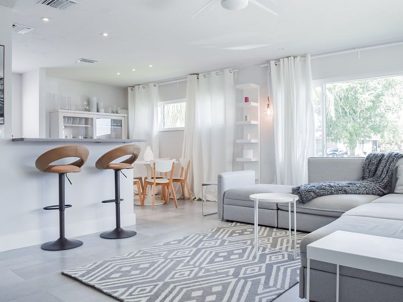 Sweet & Cozy Naples Park House, alquiler de vacaciones en Vanderbilt Beach