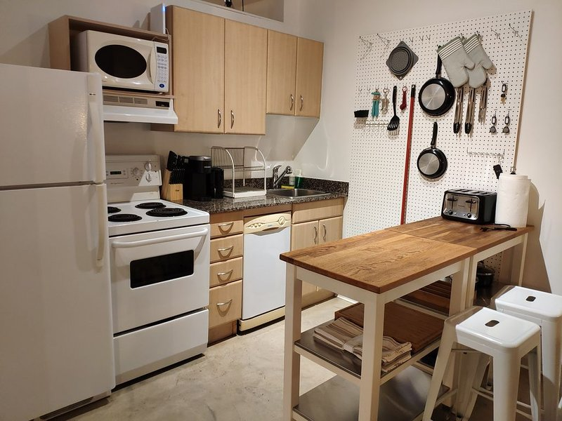 Chic Loft in the Heart of Downtown close to Rogers Place/Shaw Conference Centre, Ferienwohnung in Edmonton