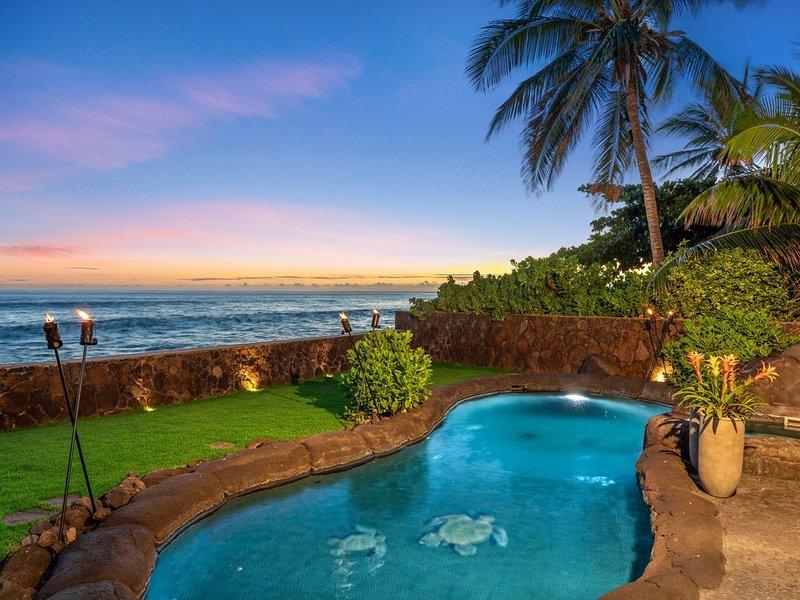 BEACH FRONT Paradise With A/C, Pool & Jet Tub, alquiler de vacaciones en Waianae