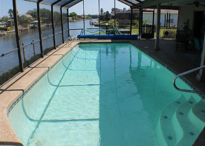 Canal/Water Front, Upgraded, Sleeps 6, 2 Bedroom, Pool, WiFi, Flat Screens, holiday rental in Palm Coast