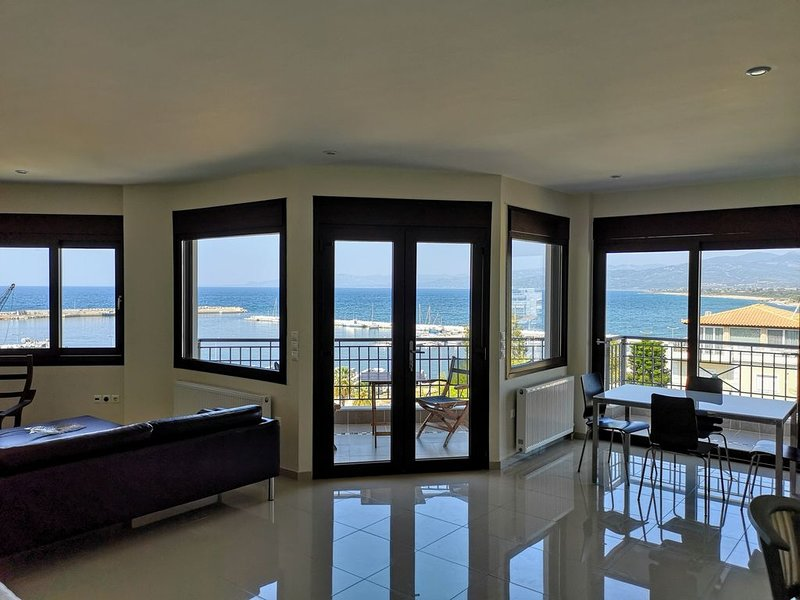 Spectacular Views in Castle Seaside Town of Kyparissia!, holiday rental in Neochori