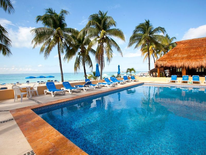 Pristine and Clean, Deluxe Ground Floor Condo #5 at Nautibeach, holiday rental in Playa Mujeres