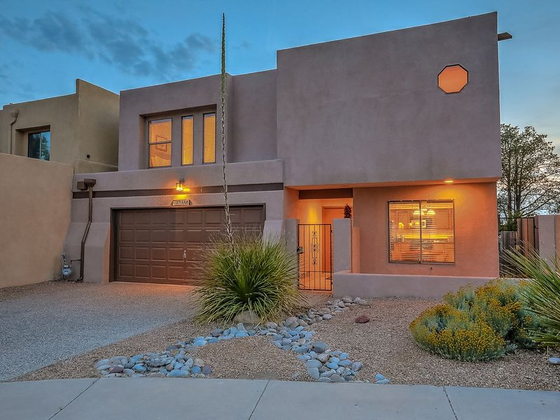 Charming home in the Albuquerque foothills. Perfect for families, holiday rental in Placitas