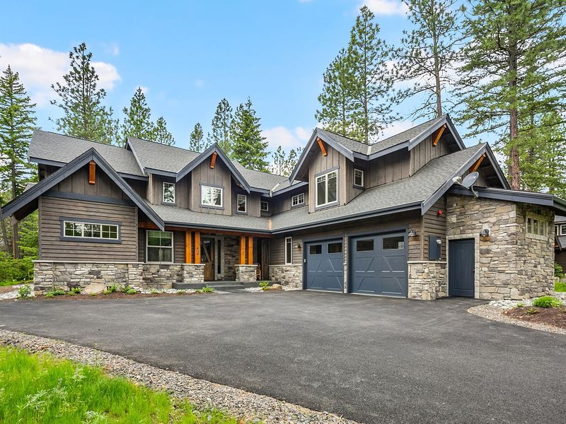 Must See New Suncadia Estate! Home Office | On the Golf Course w/Hot Tub!, location de vacances à Cle Elum