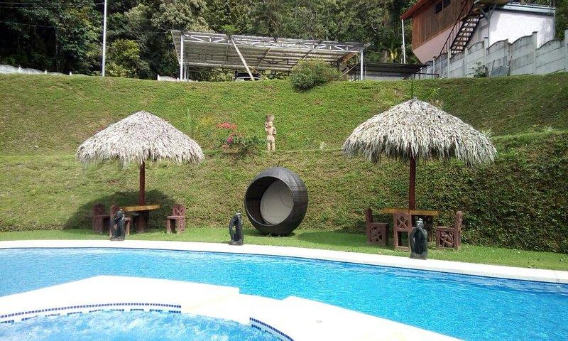 beuatifull house in the mountains with beach view, aluguéis de temporada em Guapil