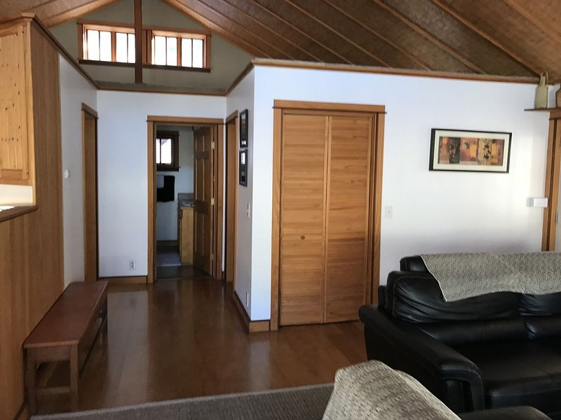 THE COZY HUT,  OLD TOWN BISBEE, 2 CAR GARAGE, vacation rental in Bisbee
