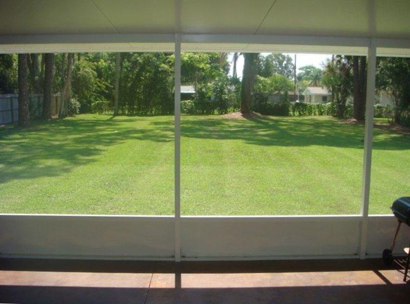 Newer (2005) 3BR/2BA Home, Huge Fenced Yard & 6 Blocks to Siesta Beaches, casa vacanza a Gulf Gate Estates