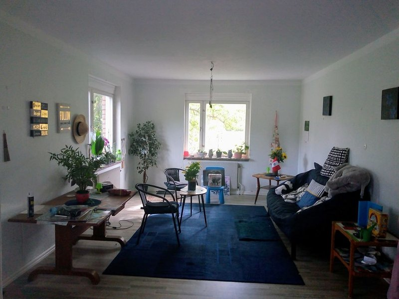 Cozy home near both Klaralven river and forest, vacation rental in Stollet