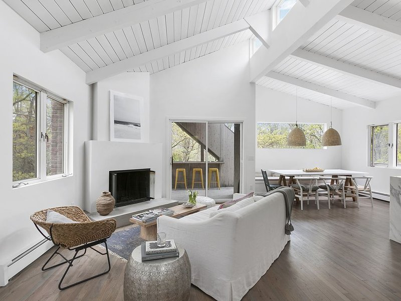 New listing! Modern Sag Harbor Home, location de vacances à Noyack